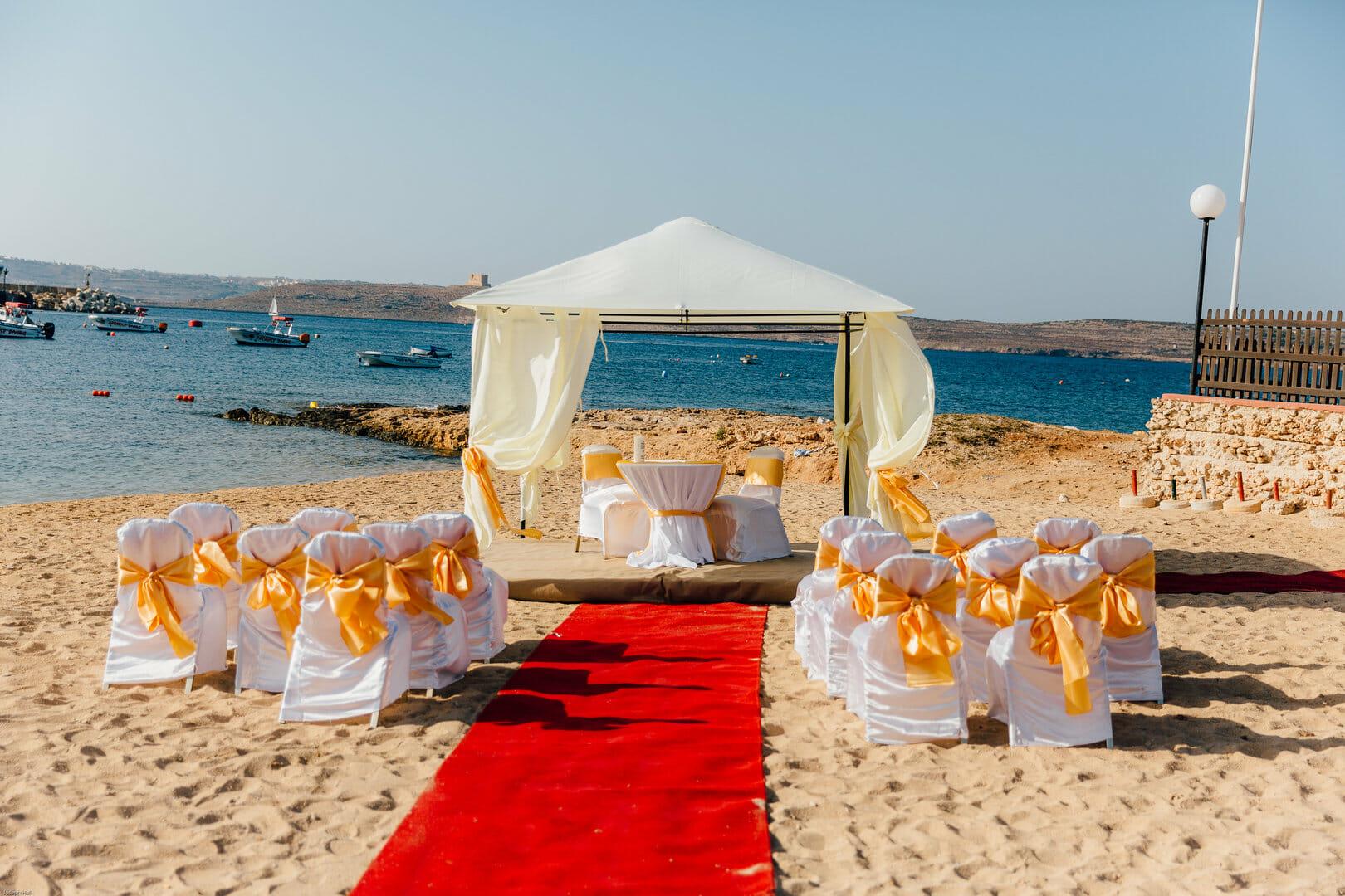 hochzeits am strand meer malta zeremonie